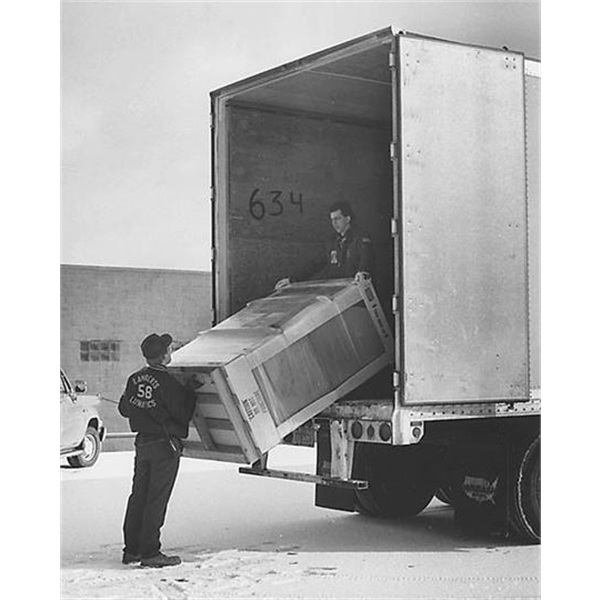 Unload or Liftgate Service - Truck Motor Freight